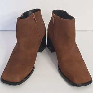 PAZZO brown suede side zip ankle bootie